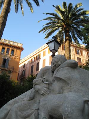 Palma de Mallorca small town neckline with sculpture